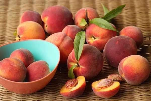 peaches keto friendly fruit