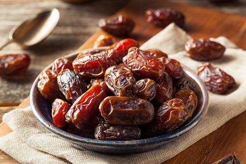 dried-dates-healthy-office-snack