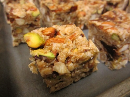 Dates-And-Nuts-Oatmeal-Energy-Bar-Recipe