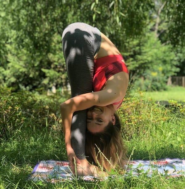 Uttanasana-yoga-pose