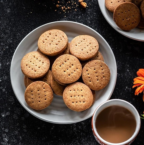 Whole-Wheat-Jaggery-Biscuits